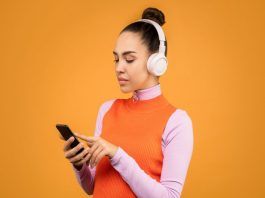 5 Essential Podcasts to Listen to About Fashion and Style